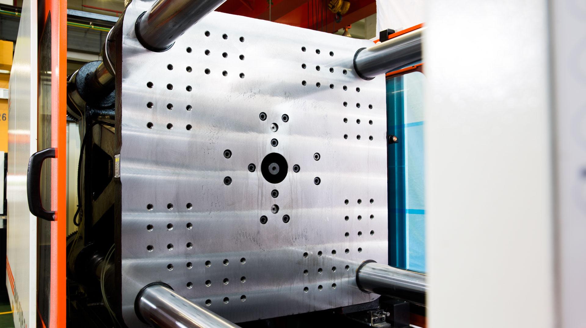 震雄节能注塑机SVP/3+系列,模板厚度再升级