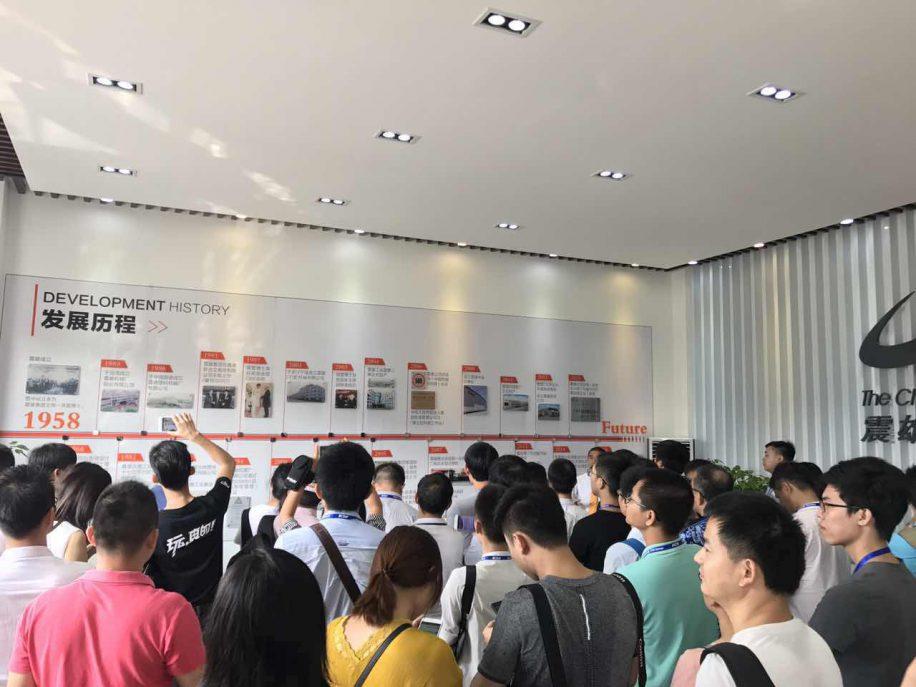 震雄集团中国区营销总监尹汉诚先生介绍震雄集团及震德工厂。
