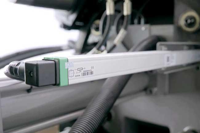 震雄伺服驱动注塑机MK6 | 高精密电子尺