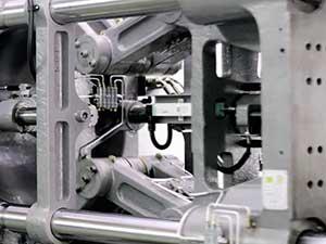 震雄高速注塑机SPEED | 超厚模板、刚性强、杜绝变形