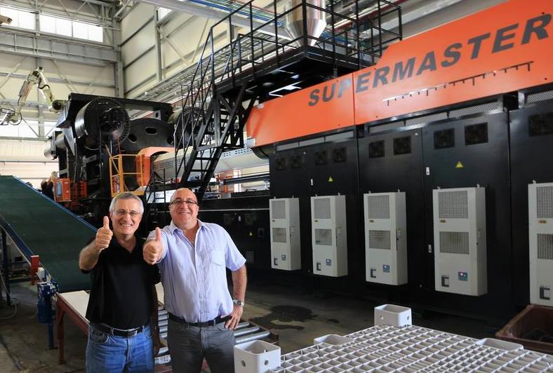 6,500 吨二板注塑机以色列大放异彩