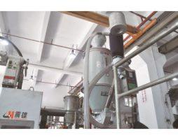 华隆与震雄联合开发的自动切水口系统